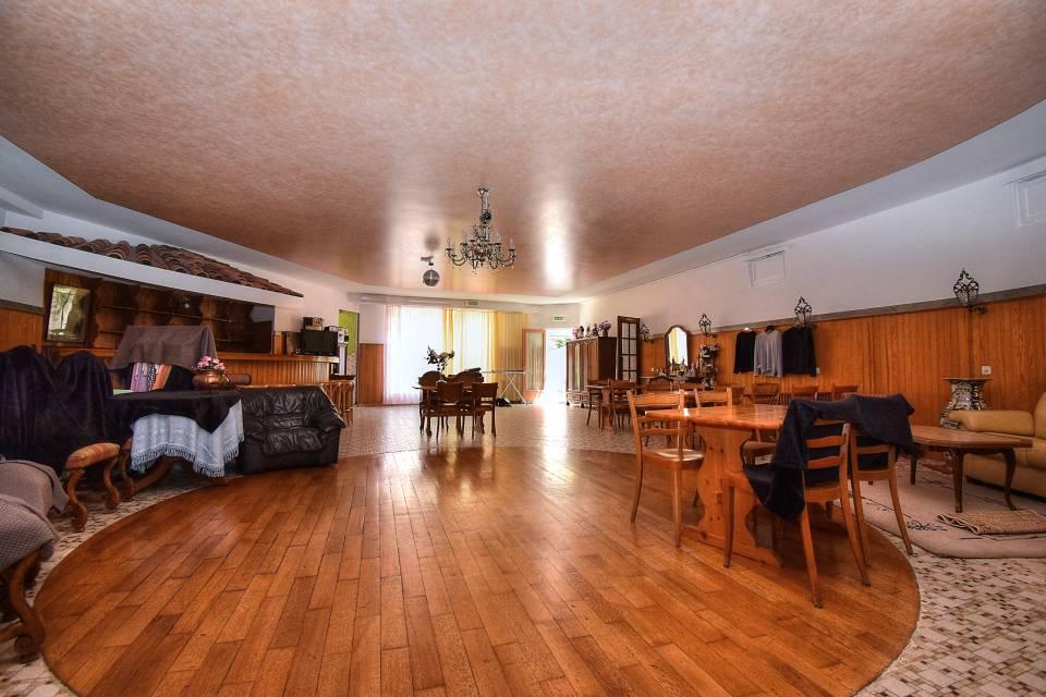 Hôtel 13 pièces 604 m2 à Collonge-Bellerive